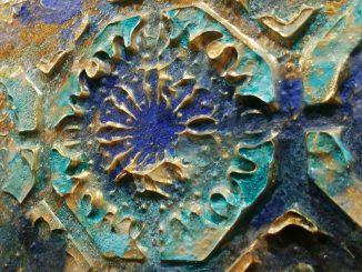 goldfarbene Textur mit matt / glänzend Kontrast